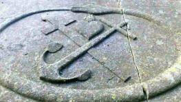 hage-grabplatte-schlange-detail