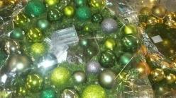 gruene-weihnachtskugeln