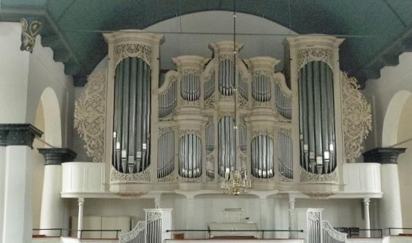orgel-grose-kirche-leer