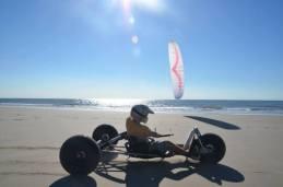 Kitebuggy an der Wasserkante