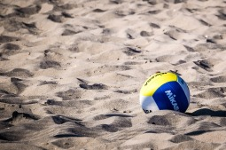 Volleyball im Sand