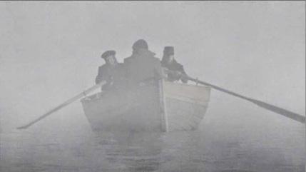 Ruderer im Nebel