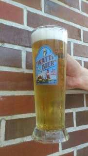Bier vor Backstein hoch