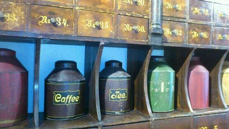 Teedosen Kolonialwaren
