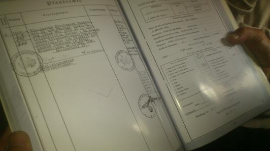 ... mit Geschichte. Eckhard Janßen liebt den Blick in die alten Dokumente.